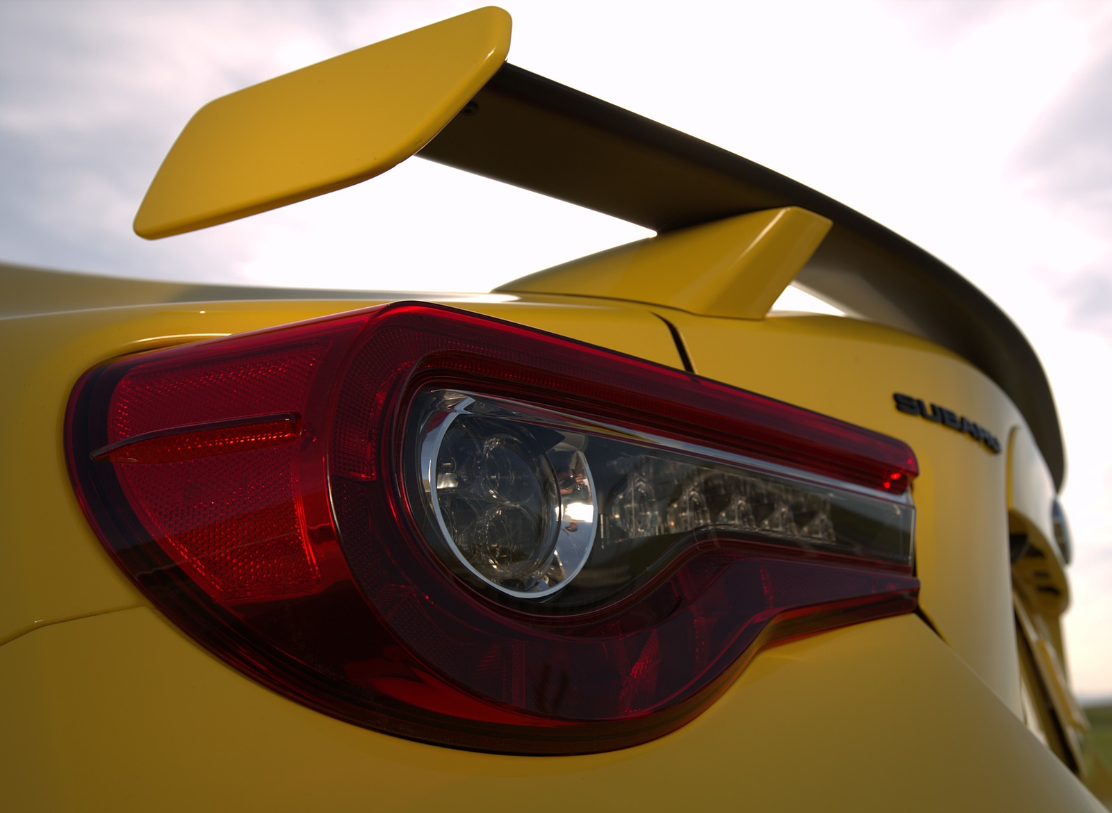 2017 Subaru BRZ Series.Yellow Tail Light or Spoiler Wallpapers (5)