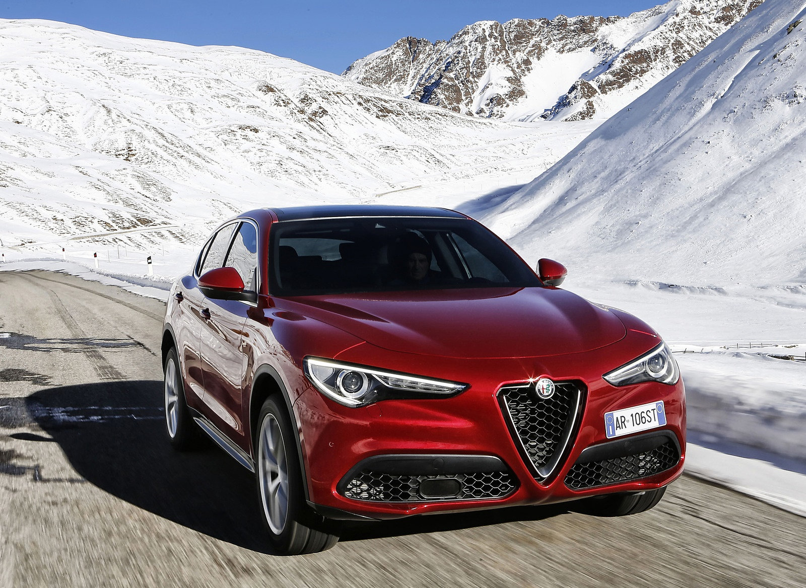 2018 Alfa Romeo Stelvio Front Three-Quarter Wallpapers (10)