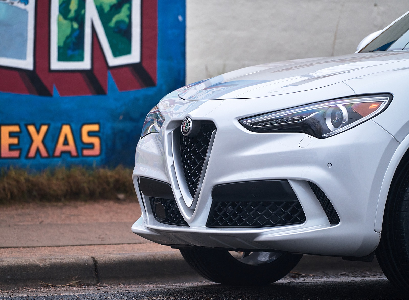 2018 Alfa Romeo Stelvio Quadrifoglio (Color: Trofeo White) Detail Wallpapers (14)