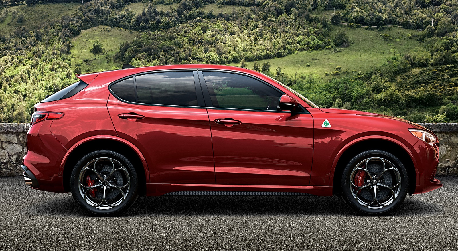 2018 Alfa Romeo Stelvio Side Wallpapers (5)
