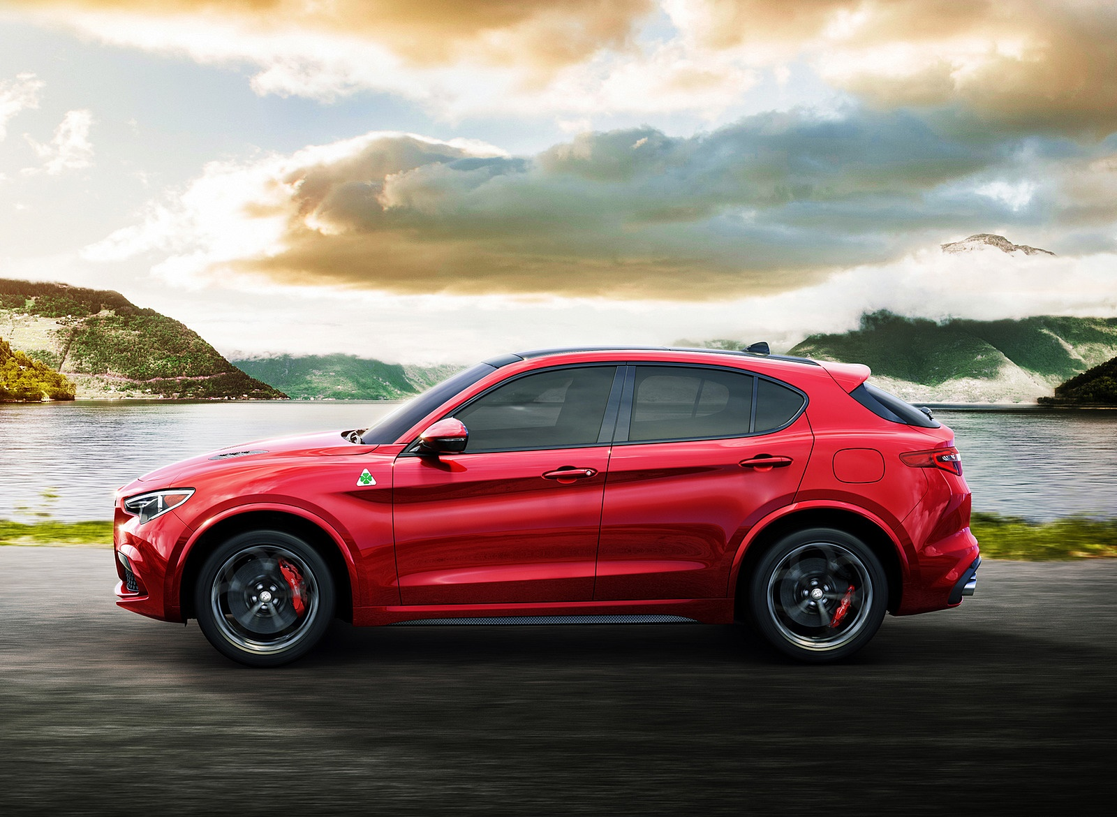 2018 Alfa Romeo Stelvio Side Wallpapers (3)