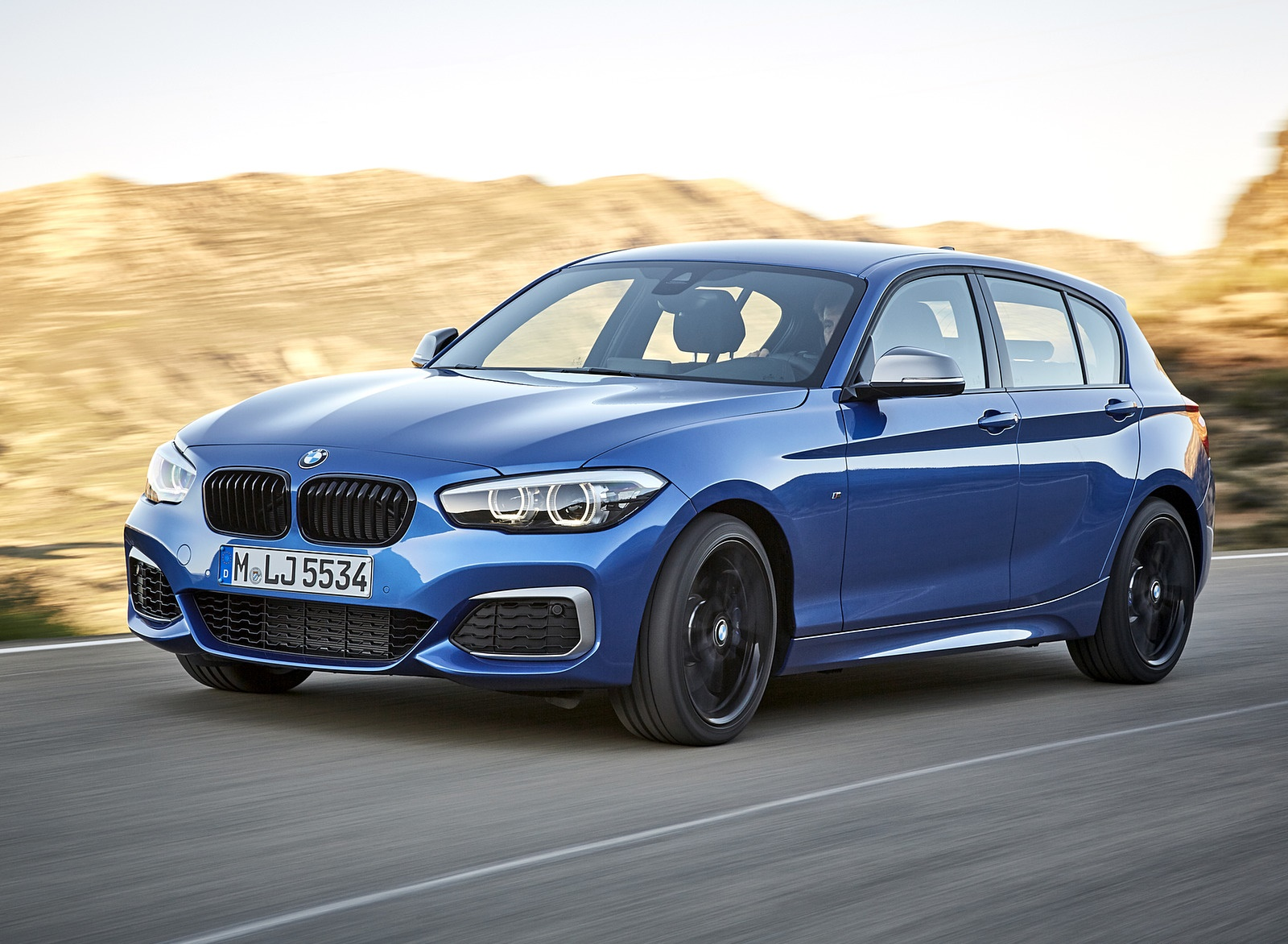 2018 BMW M140i xDrive Front Three-Quarter Wallpapers (2)