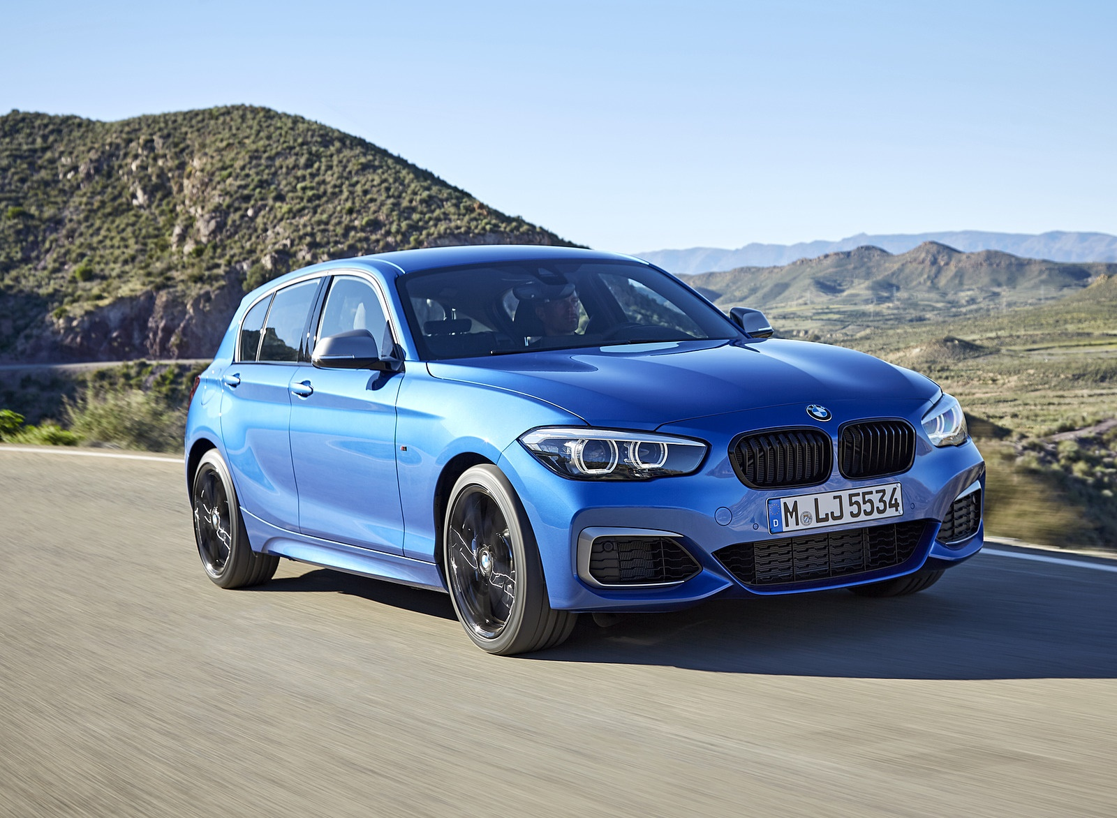 2018 BMW M140i xDrive Front Three-Quarter Wallpapers (1)