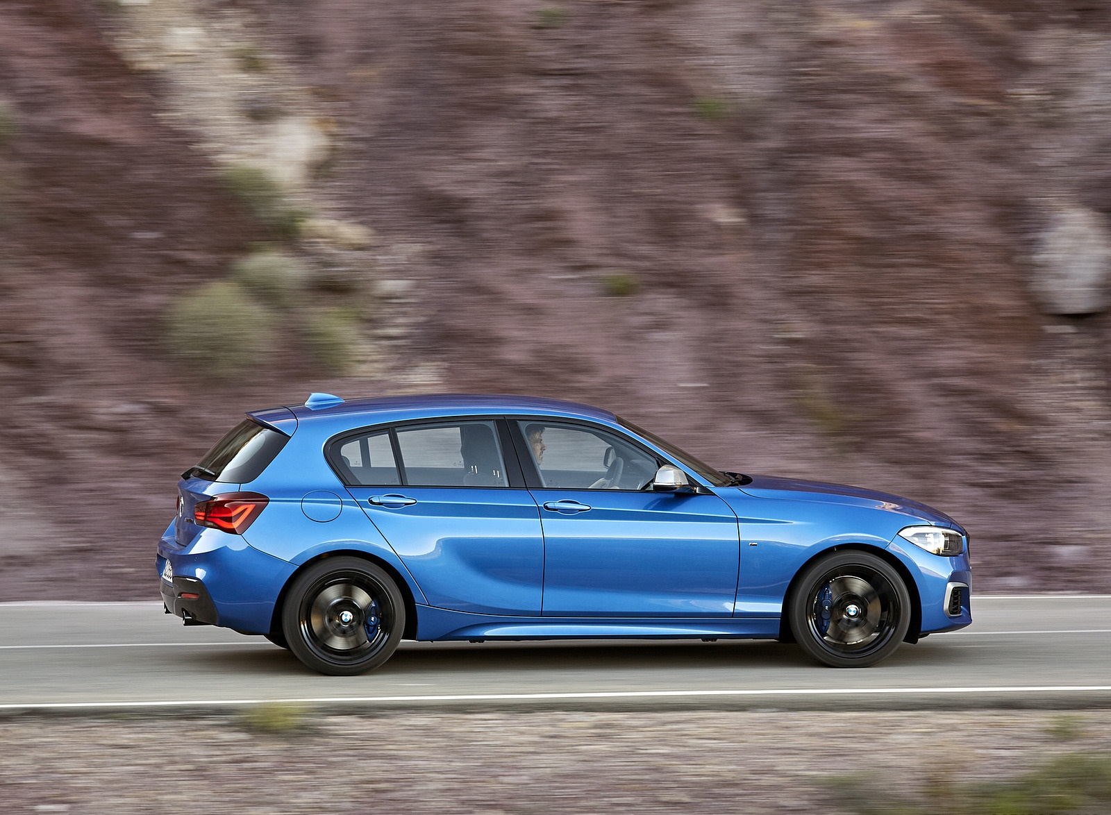 2018 BMW M140i xDrive Side Wallpapers (9)