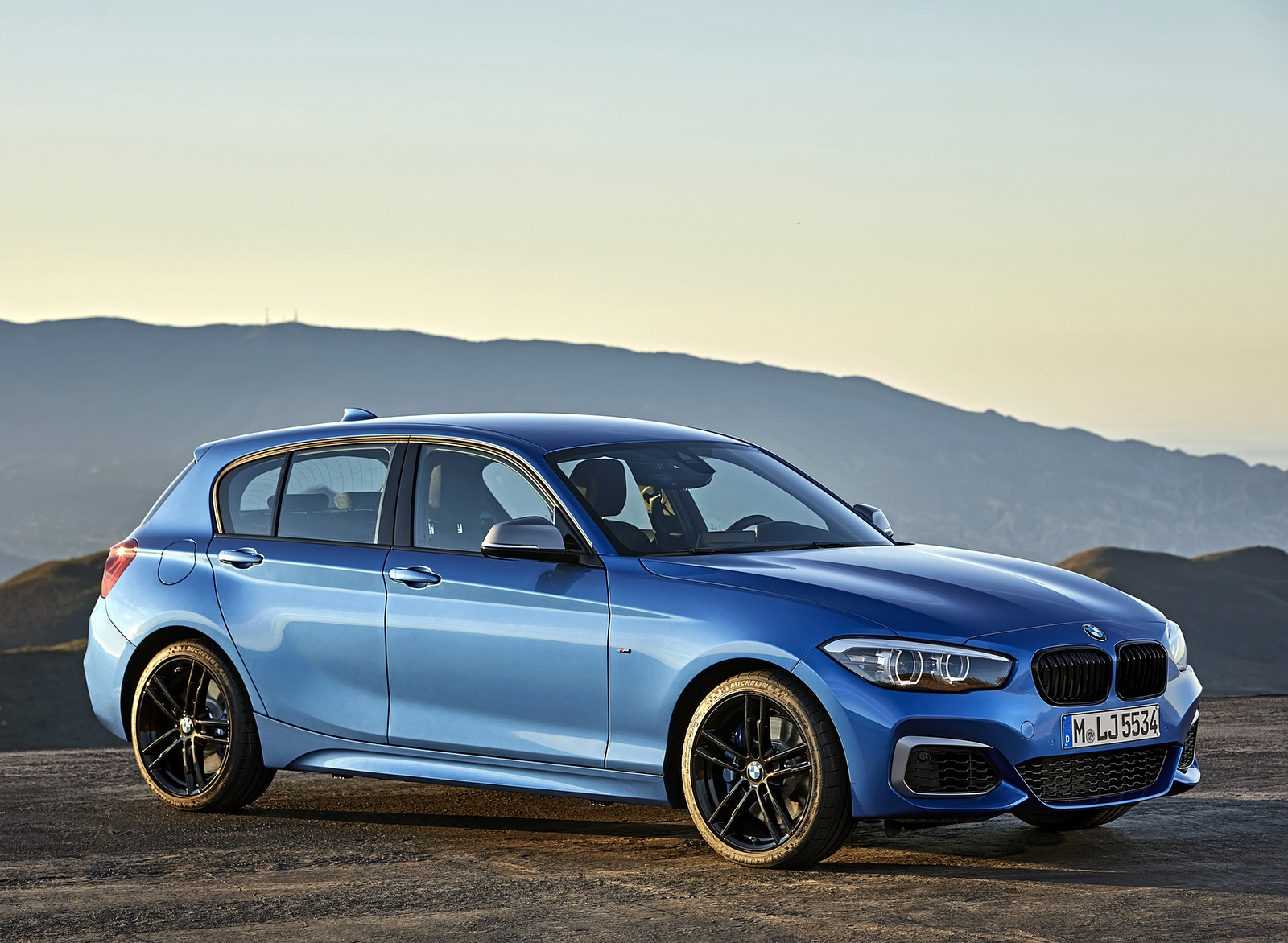 2018 BMW M140i xDrive Side Wallpapers (14)