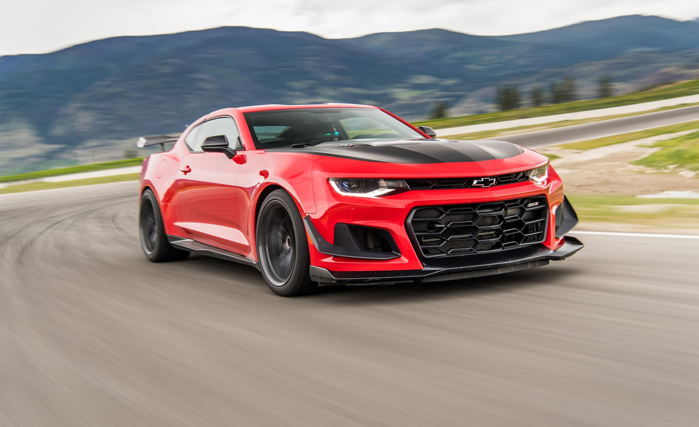 2018 Chevrolet Camaro ZL1 1LE Front Three-Quarter Wallpapers (3)