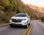 2018 Chevrolet Equinox Front Three-Quarter Wallpapers 150x120 (16)