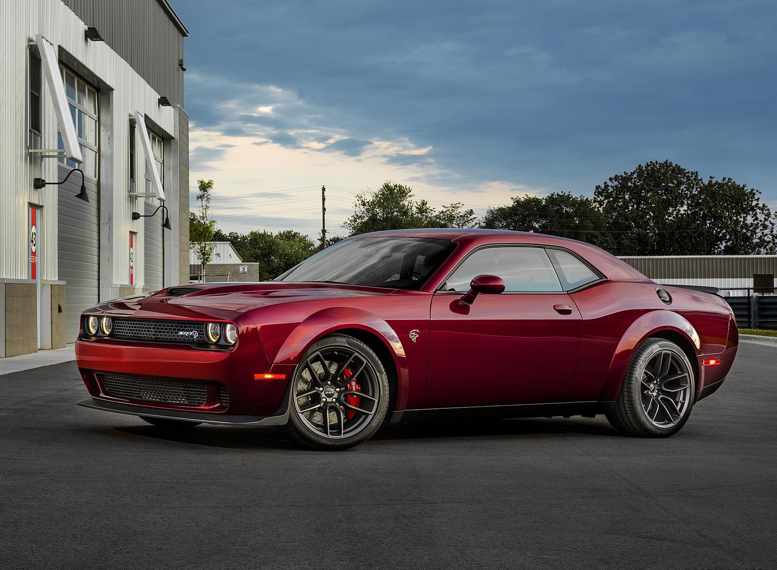 2018 Dodge Challenger SRT Hellcat Widebody Front Three-Quarter Wallpaper (9)