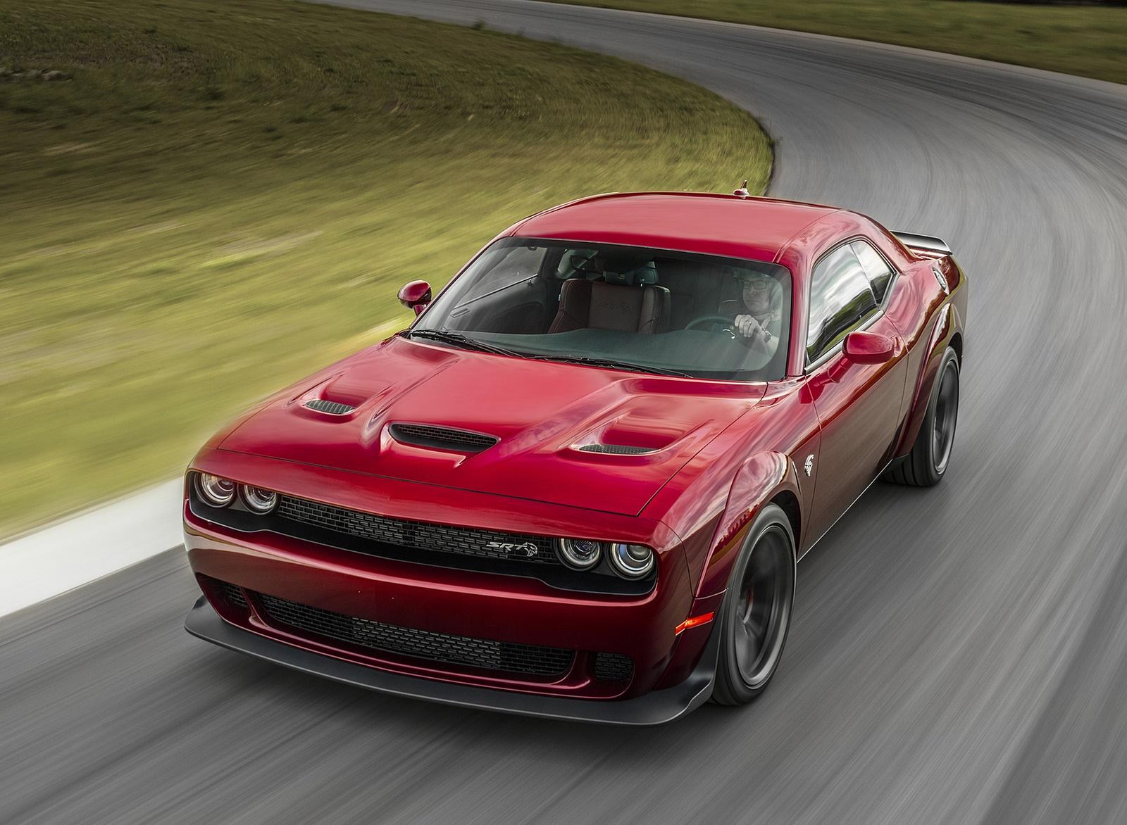 2018 Dodge Challenger SRT Hellcat Widebody Front Three-Quarter Wallpaper (1)