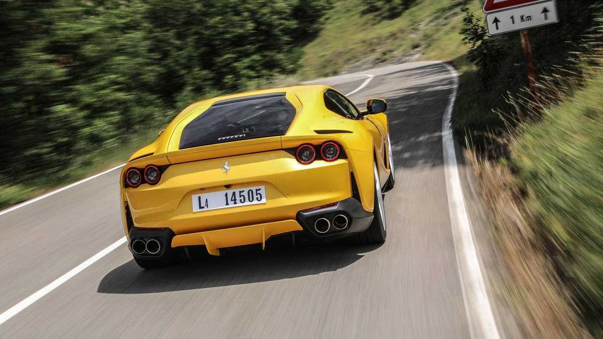 2018 Ferrari 812 Superfast Rear Wallpaper (10)