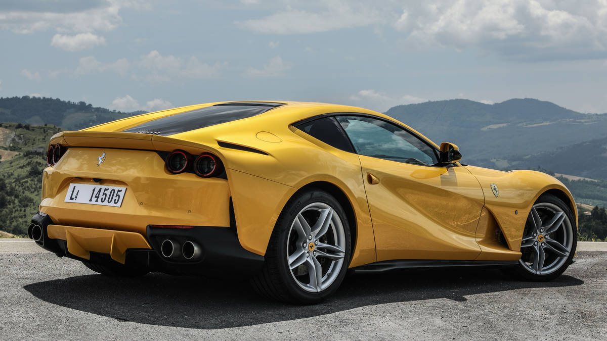 2018 Ferrari 812 Superfast Rear Wallpaper (8)