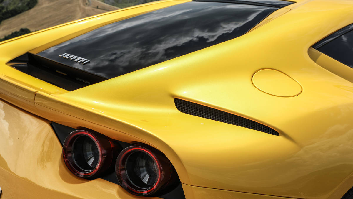 2018 Ferrari 812 Superfast Tail Light Wallpaper (14)