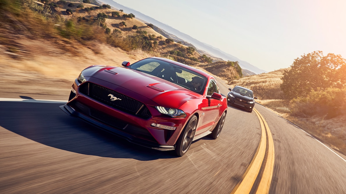 2018 Ford Mustang GT Performance Pack Level 2 Front Three-Quarter Wallpaper (1)