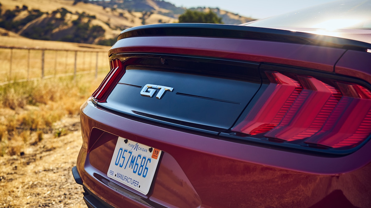 2018 Ford Mustang GT Performance Pack Level 2 Spoiler Wallpaper (14)