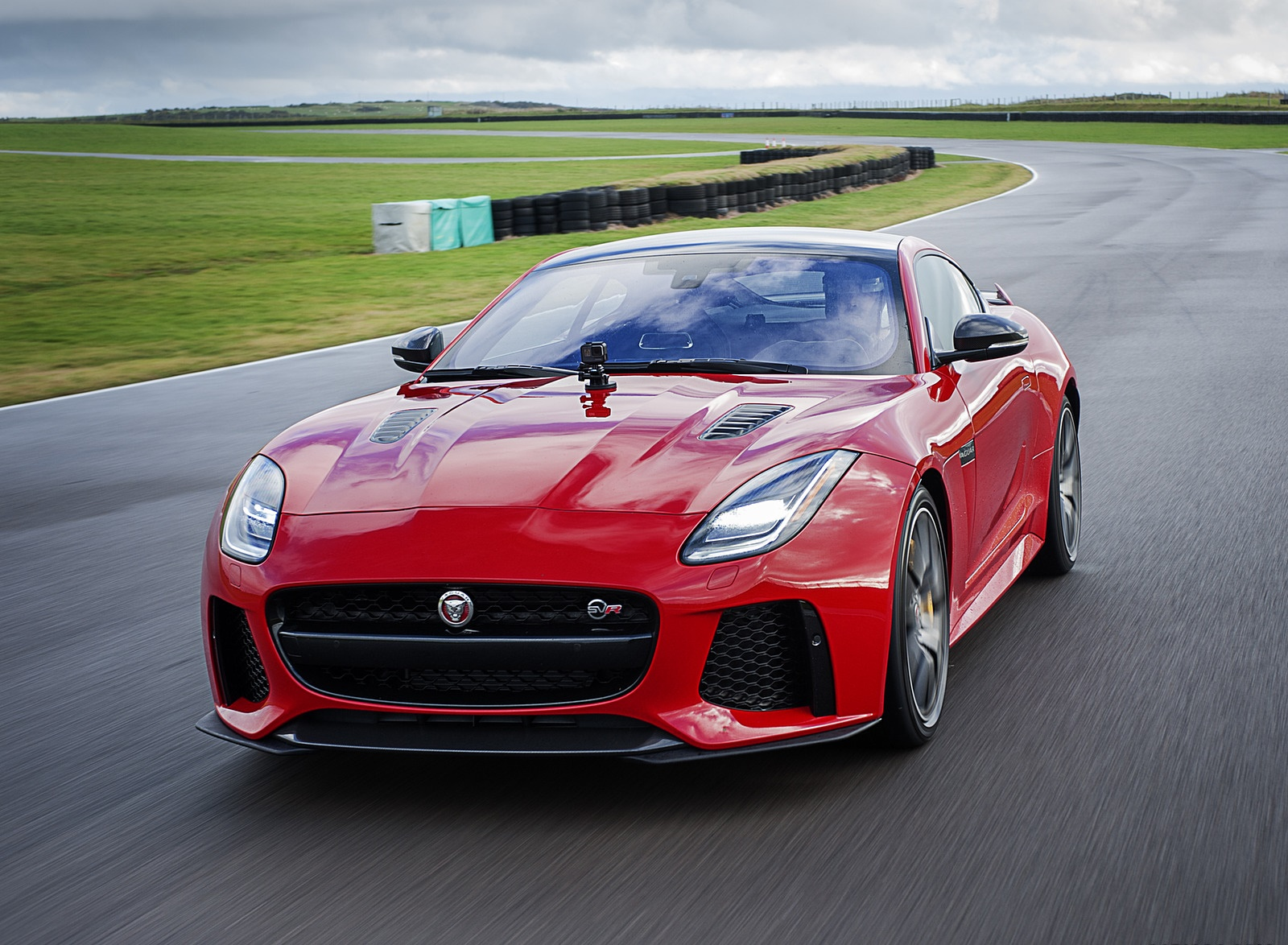 2018 Jaguar F-TYPE SVR Coupe Front Wallpapers (2)