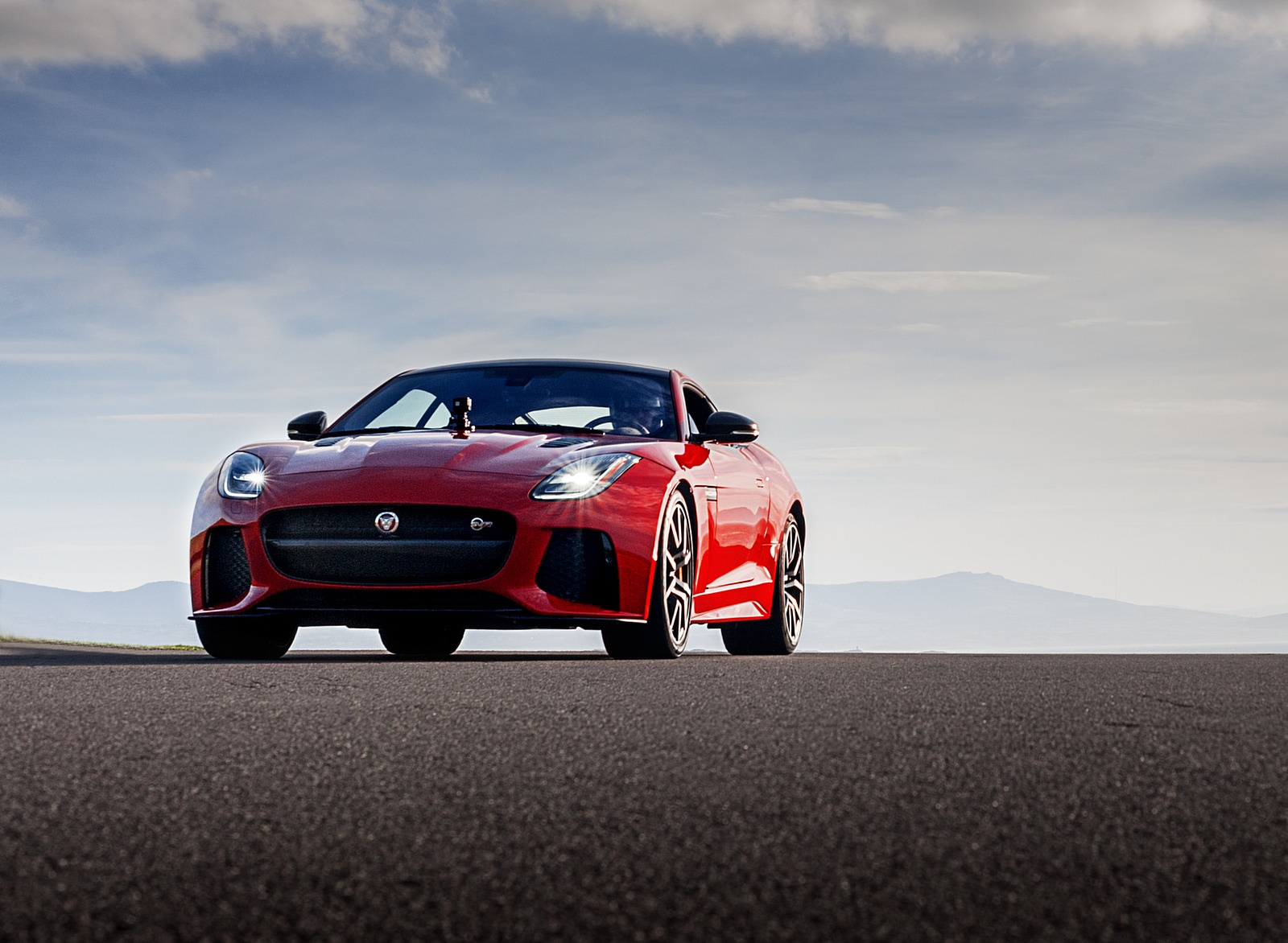2018 Jaguar F-TYPE SVR Coupe Front Wallpapers (9)