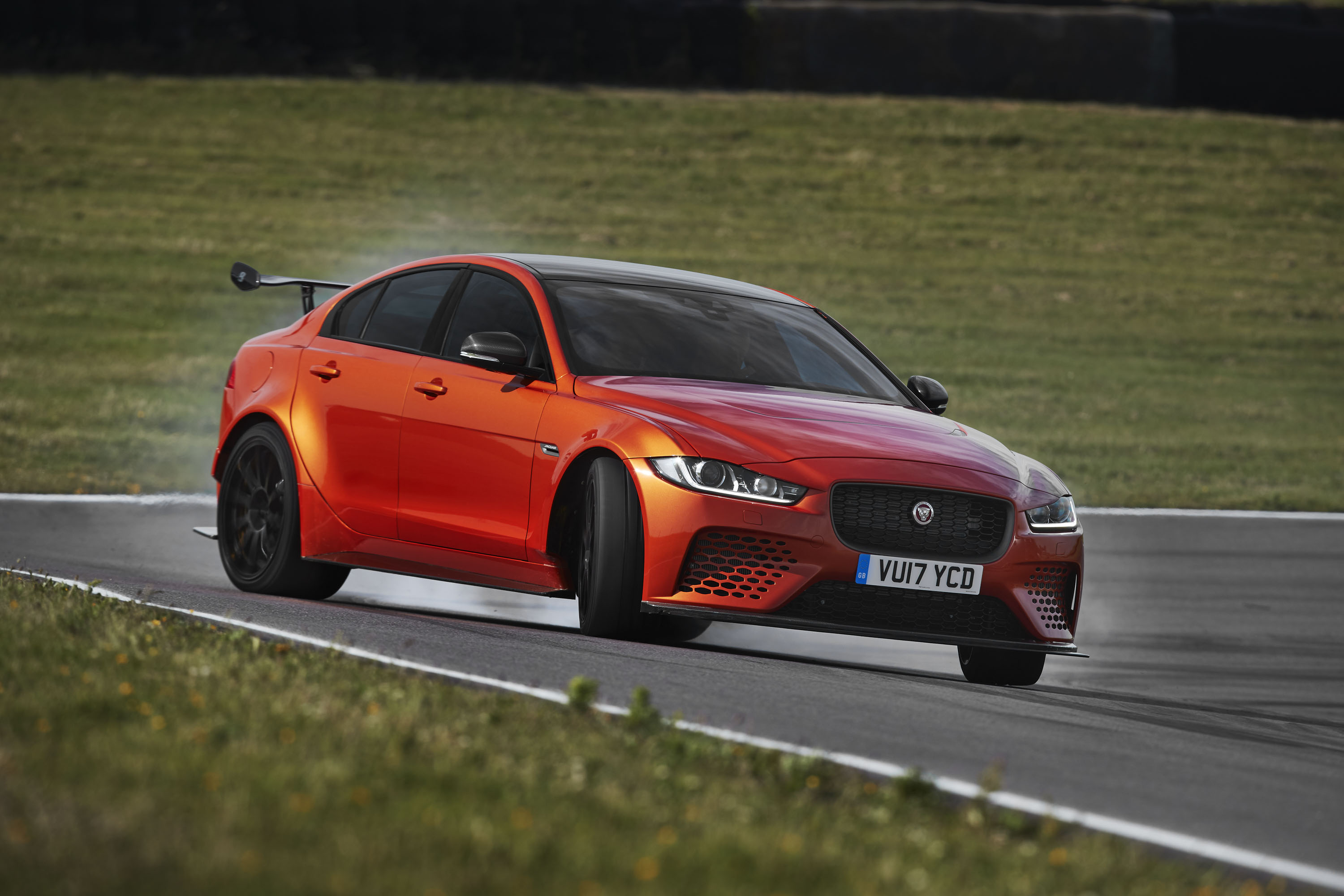 2018 Jaguar XE SV Project 8 Front Three-Quarter Wallpapers (2)