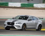 2018 Jaguar XE SV Project 8 Front Three-Quarter Wallpapers 150x120 (47)