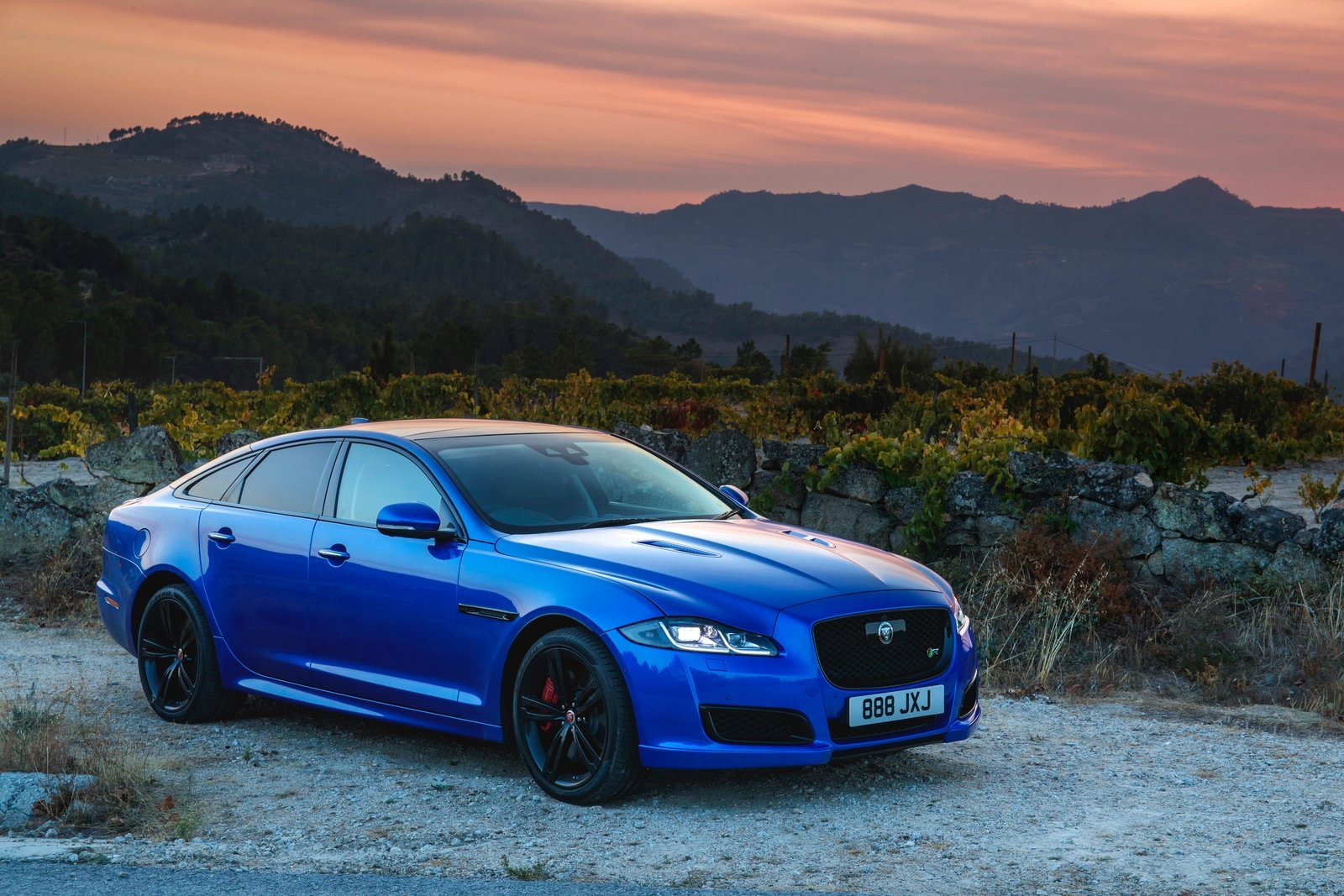 2018 Jaguar XJR575 Front Three-Quarter Wallpapers (5)