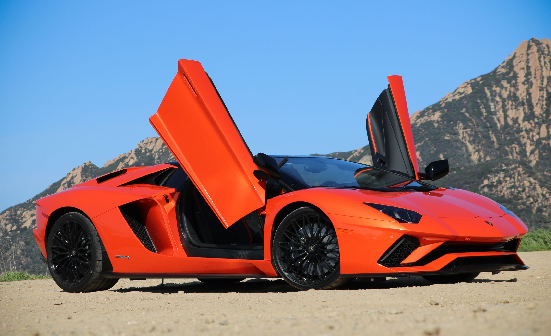 2018 Lamborghini Aventador S Roadster Doors Up Detail Wallpapers (1)