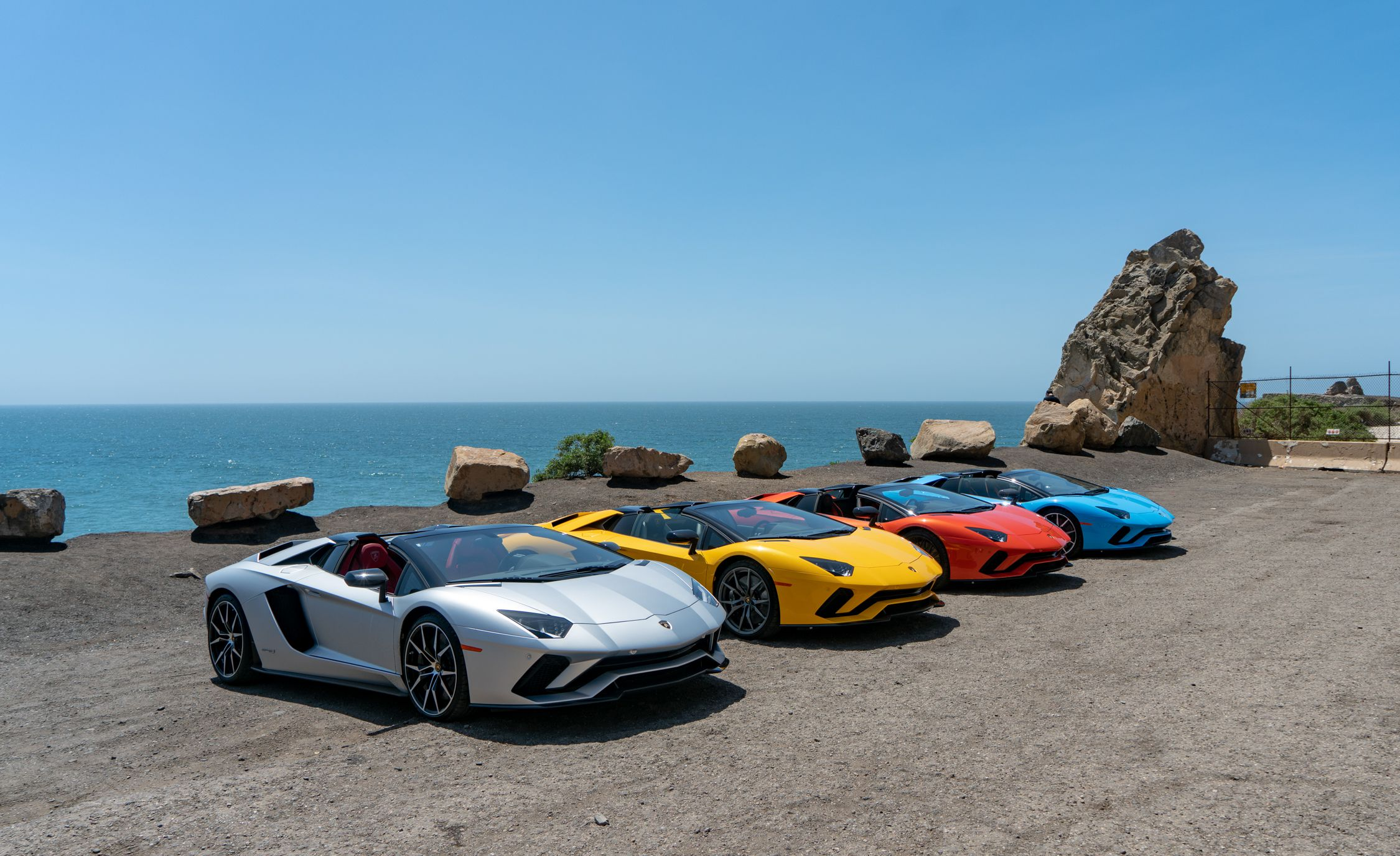 2018 Lamborghini Aventador S Roadster Side Wallpapers (9)