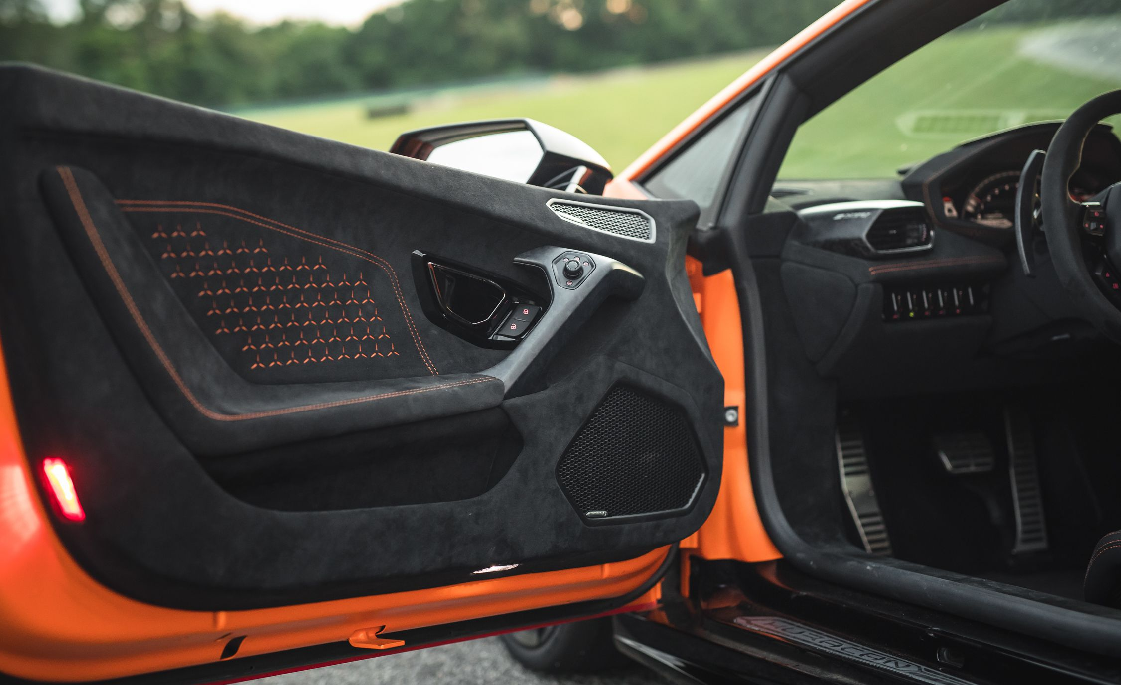 2018 Lamborghini Huracan Performante Doors Open Side Wallpaper 27