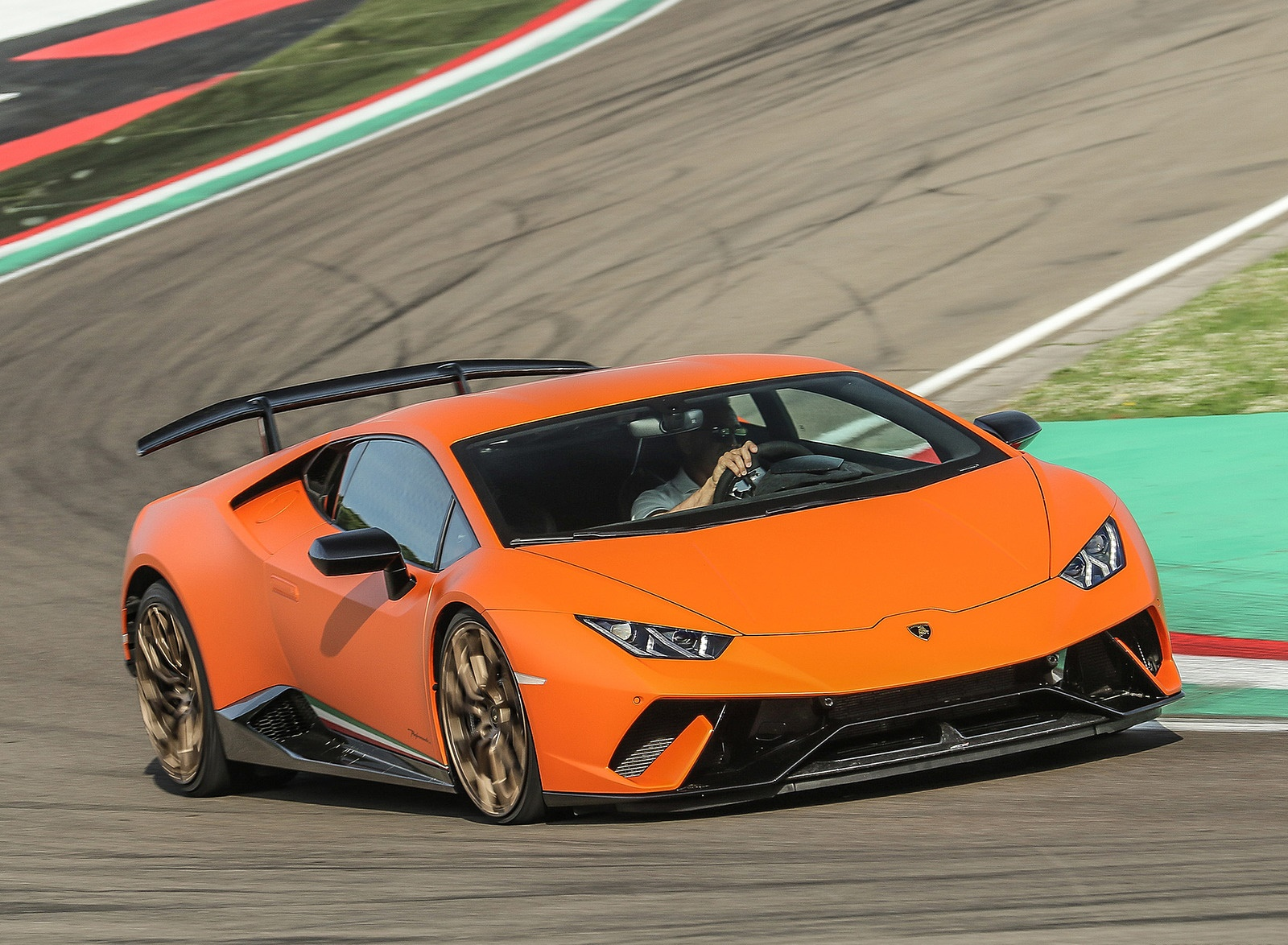 2018 Lamborghini Huracán Performante Front Wallpapers (2)