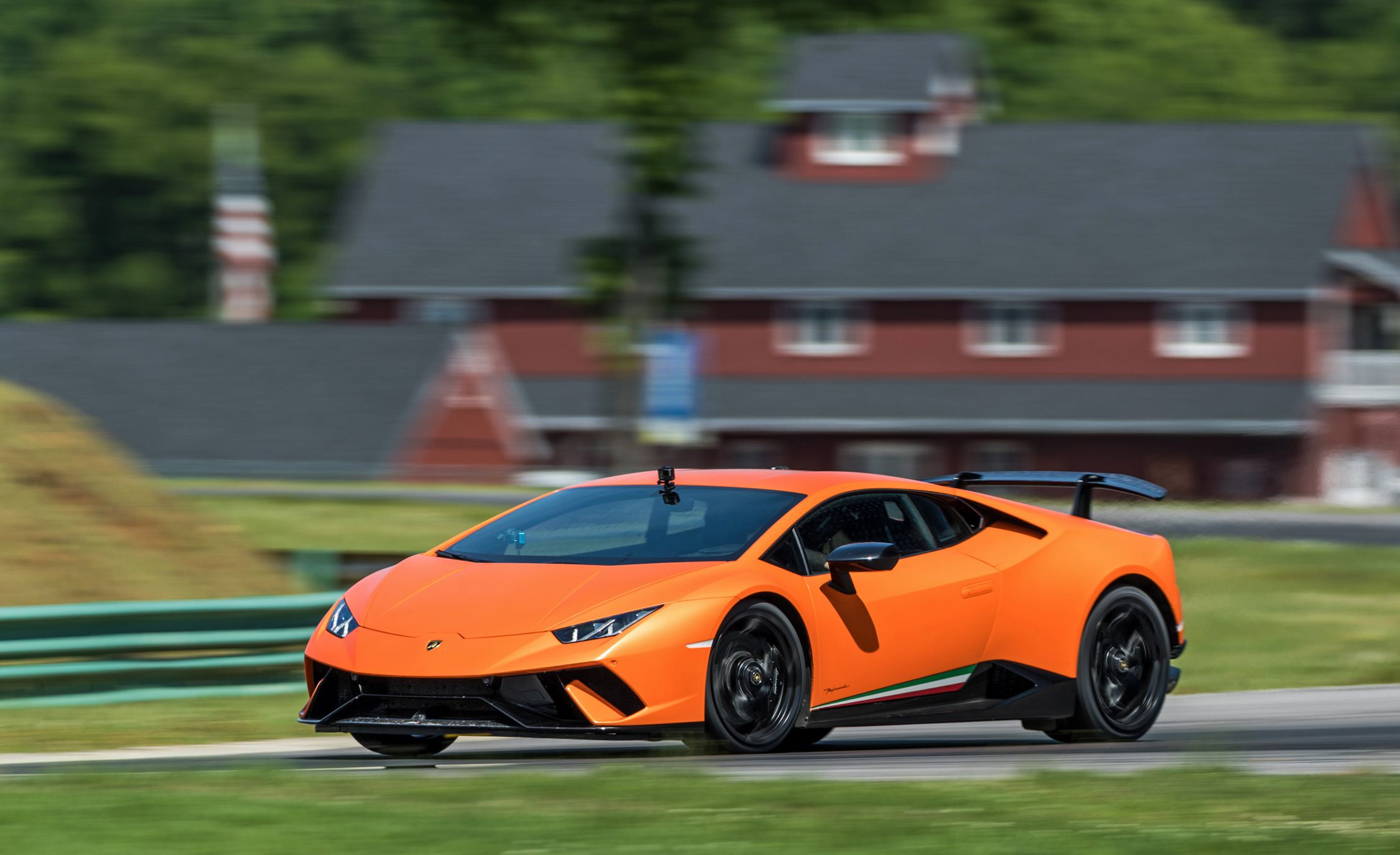 2018 Lamborghini Huracán Performante Side Wallpapers (5)