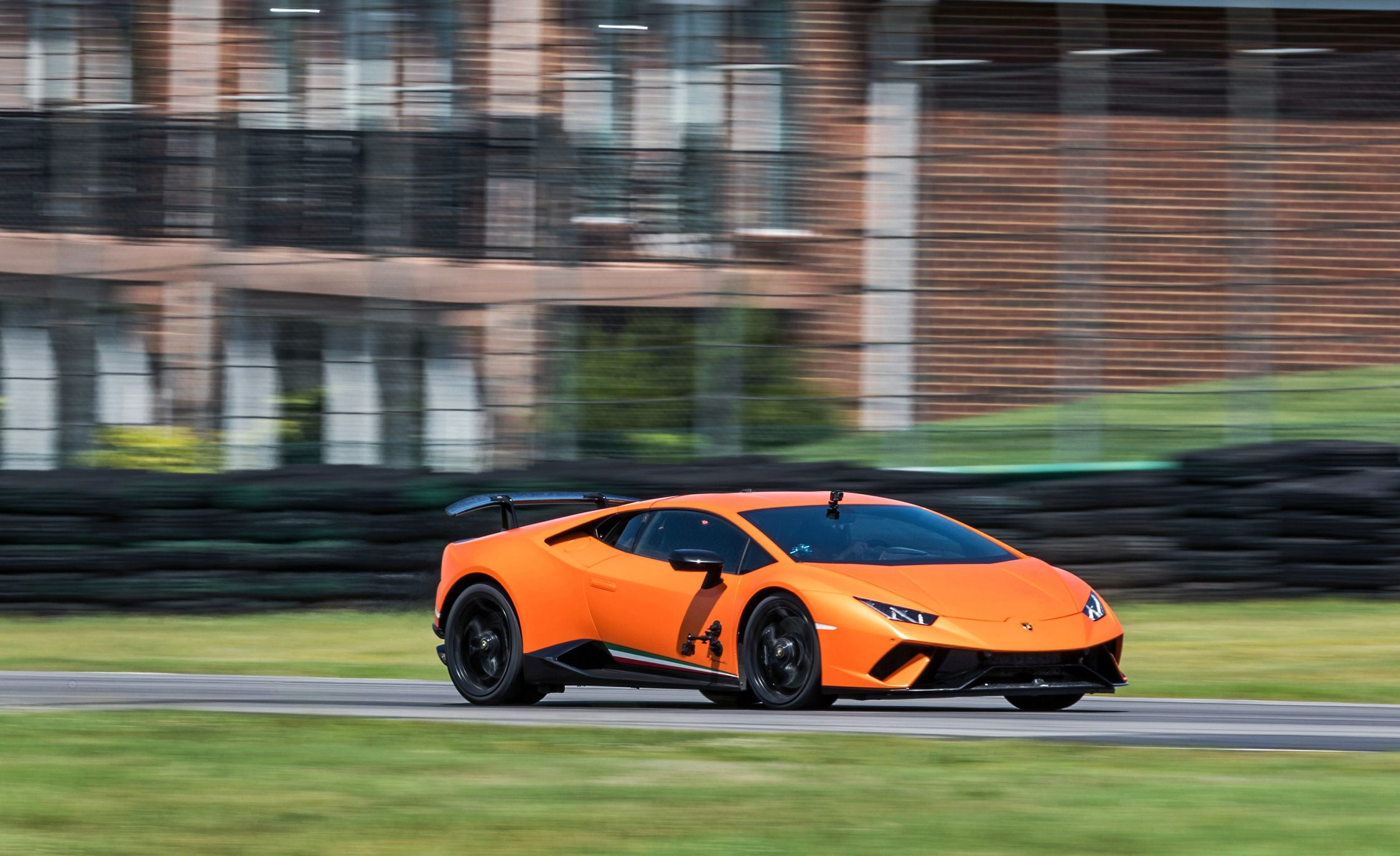 2018 Lamborghini Huracán Performante Side Wallpapers (8)