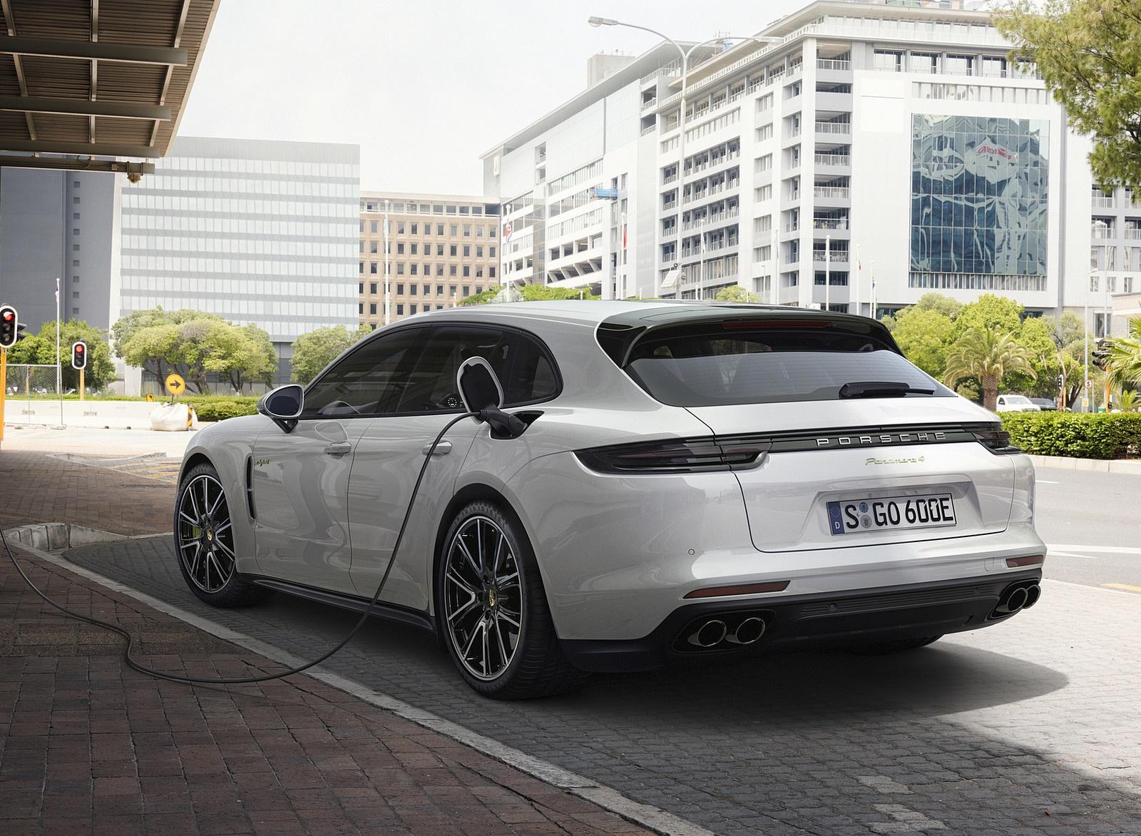 2018 Porsche Panamera 4 E-Hybrid Sport Turismo Charging Wallpapers (12)