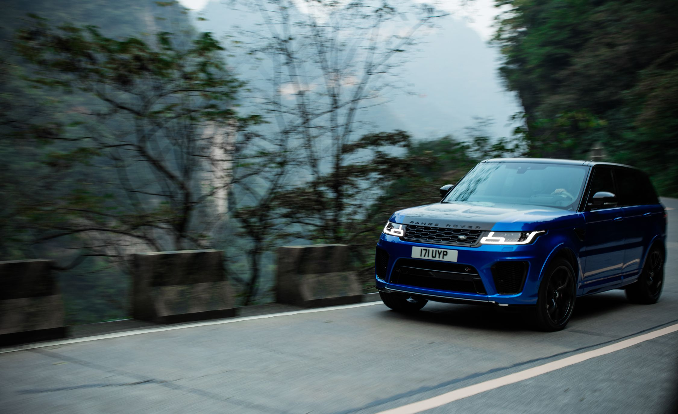 2018 Range Rover Sport SVR Front Three-Quarter Wallpapers (11)