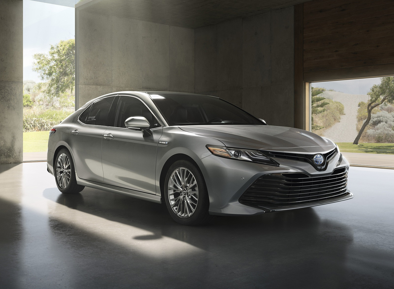 2018 Toyota Camry Hybrid Front Three-Quarter Wallpapers (3)