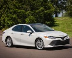 2018 Toyota Camry SE Front Three-Quarter Wallpapers 150x120 (32)
