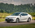 2018 Toyota Camry XLE Front Three-Quarter Wallpapers 150x120 (33)