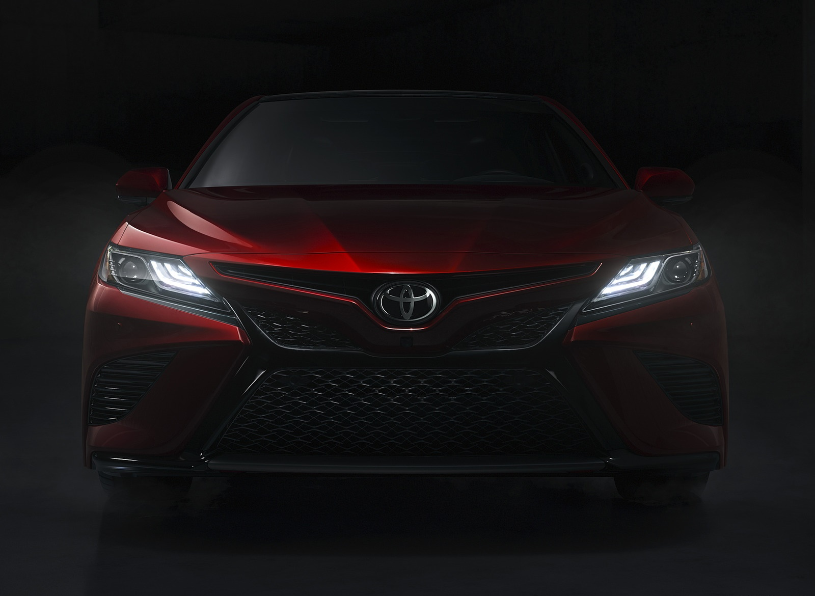 2018 Toyota Camry XSE Headlight Wallpapers (8)