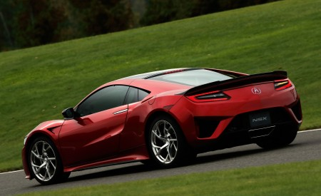 2019 Acura NSX (Color: Curva Red) Rear Three-Quarter Wallpaper 450x275 (67)