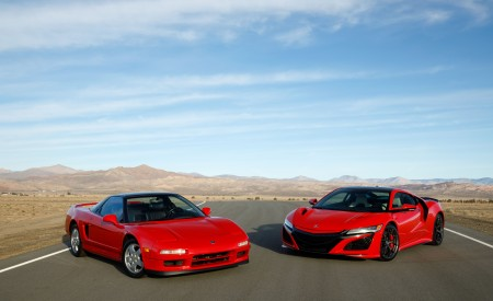 2019 Acura NSX (Color: Curva Red) and 1990 Acura NSX Front Three-Quarter Wallpaper 450x275 (7)