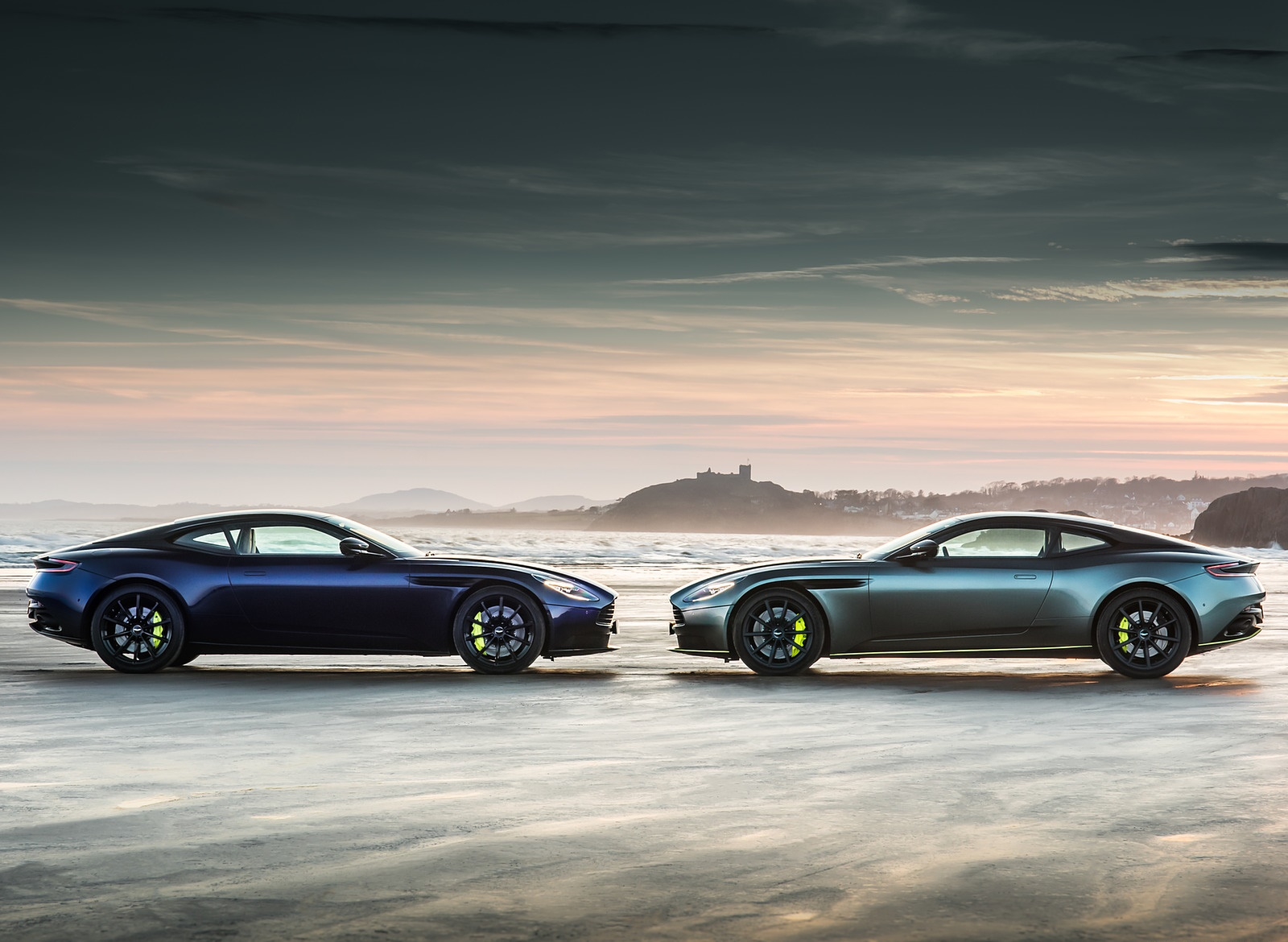 2019 Aston Martin DB11 AMR Wallpapers (8)