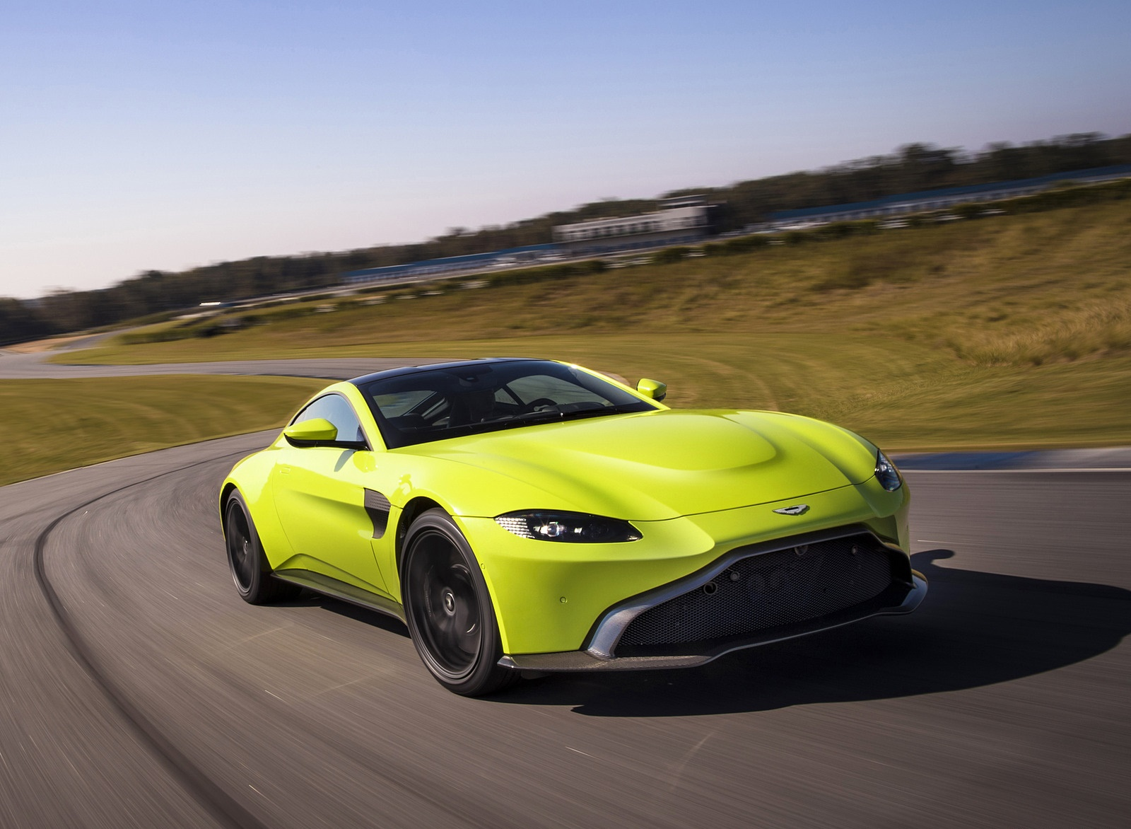 2019 Aston Martin Vantage Front Three-Quarter Wallpapers (5)