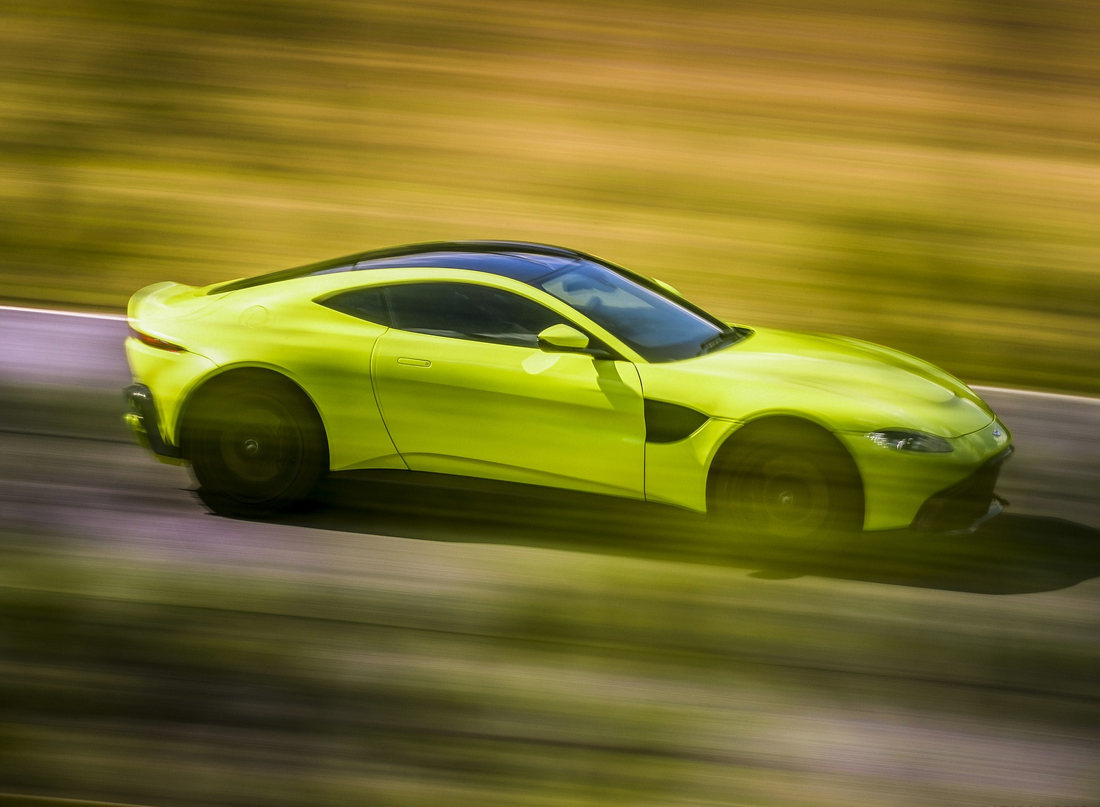 2019 Aston Martin Vantage Side Wallpapers (6)