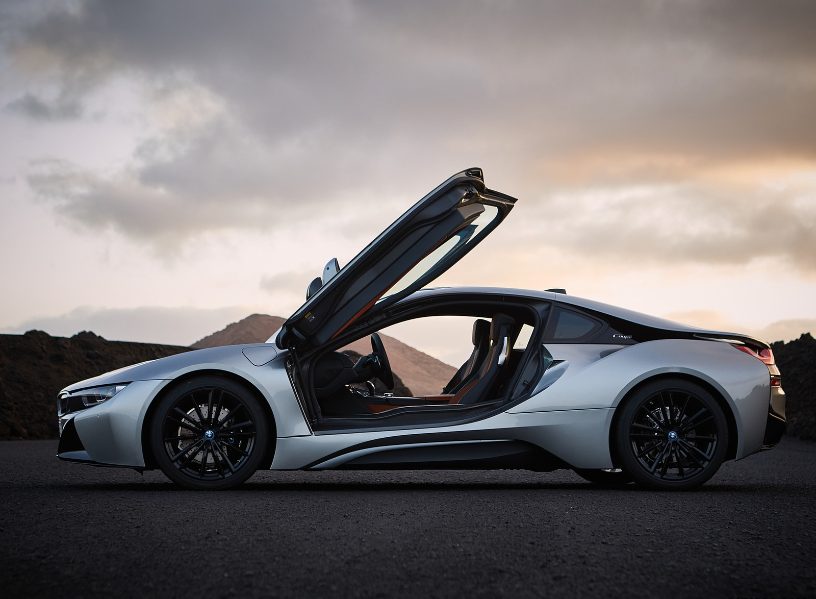 2019 BMW i8 Coupe Side Wallpaper (13)