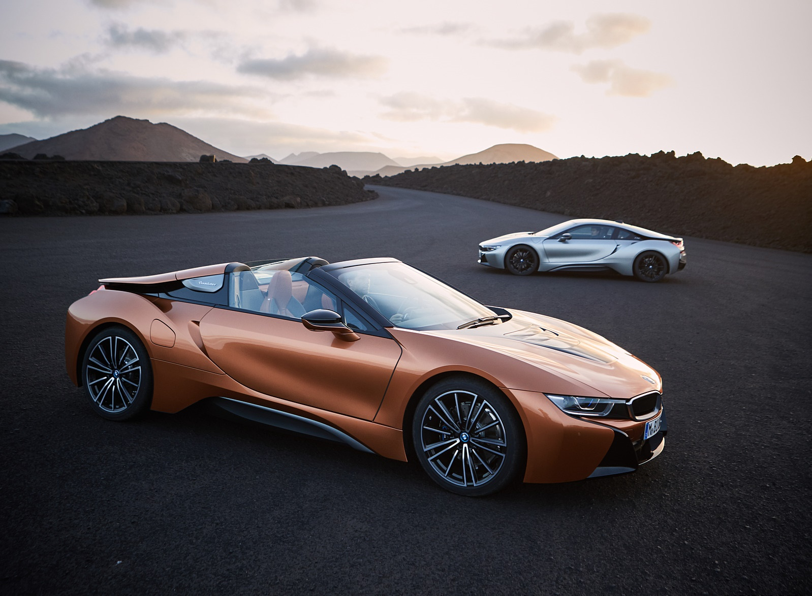 2019 BMW i8 Roadster and Coupe Wallpaper (15)