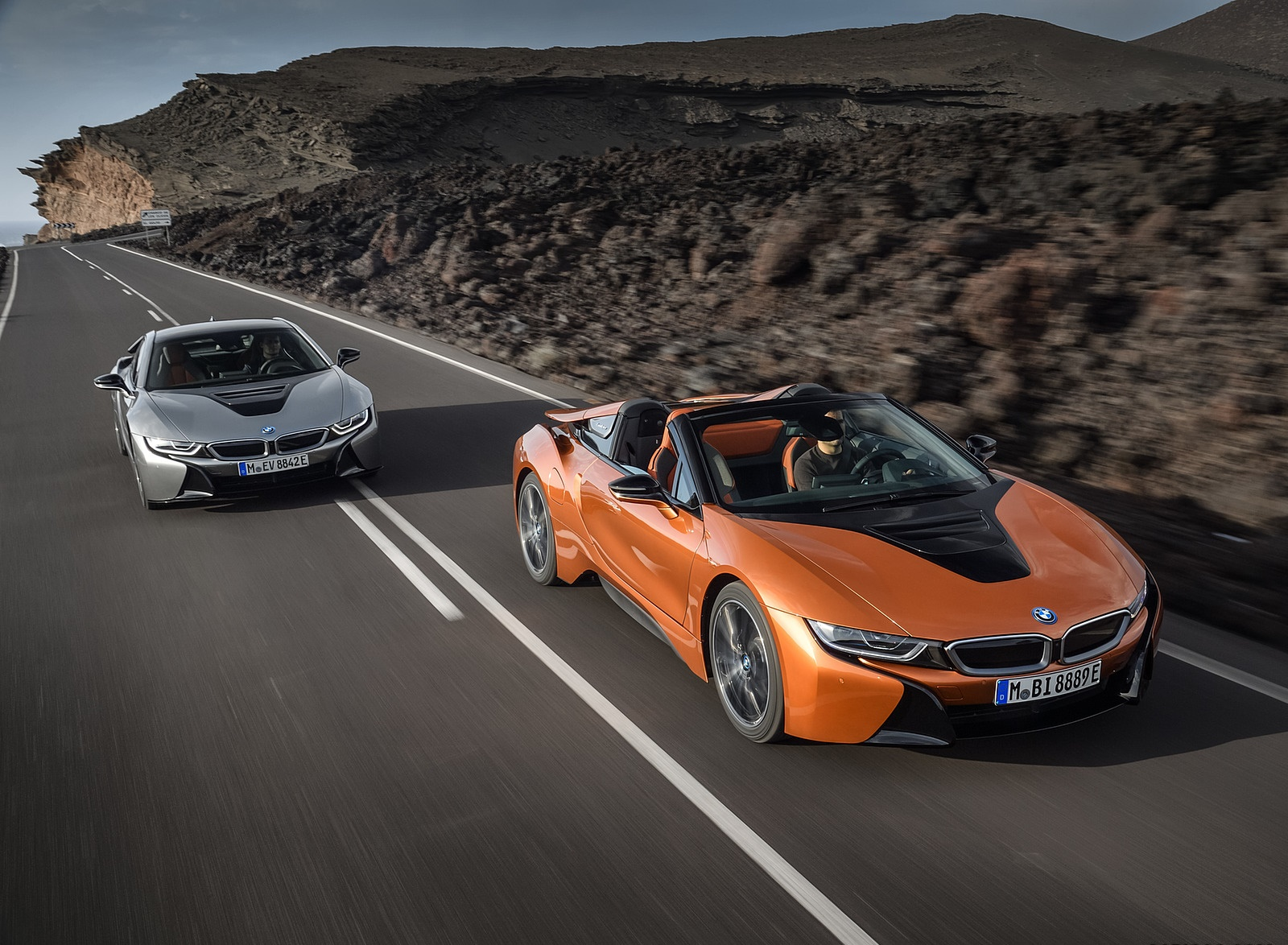 2019 BMW i8 Roadster and Coupe Wallpaper (2)