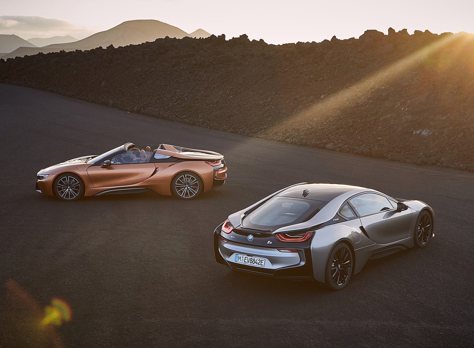 2019 BMW i8 Roadster and Coupe Wallpaper (14)
