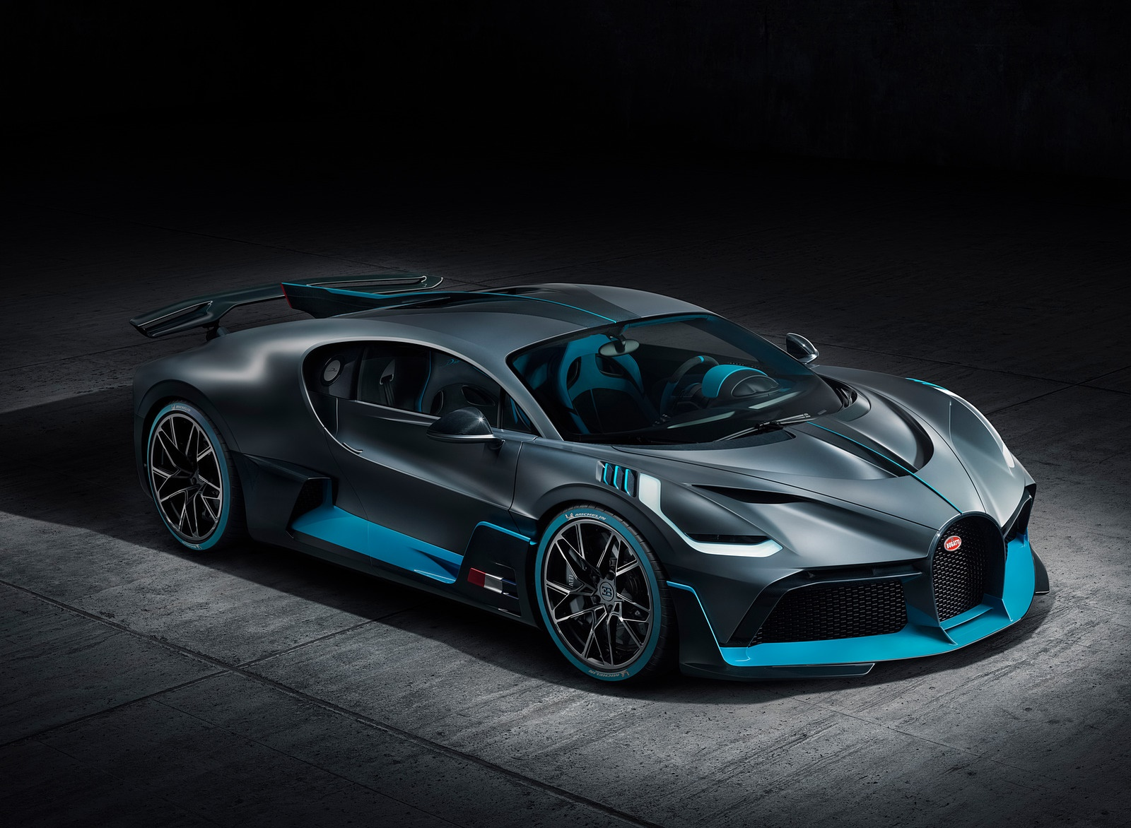 2019 Bugatti Divo Front Three-Quarter Wallpaper (13)