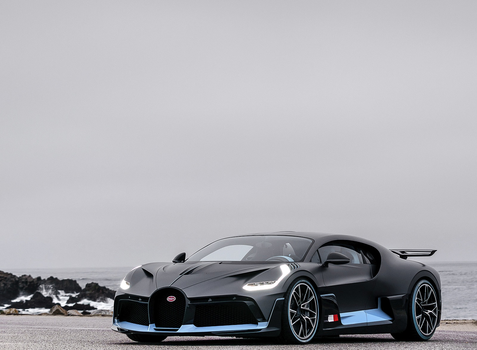 2019 Bugatti Divo Front Three-Quarter Wallpaper (2)