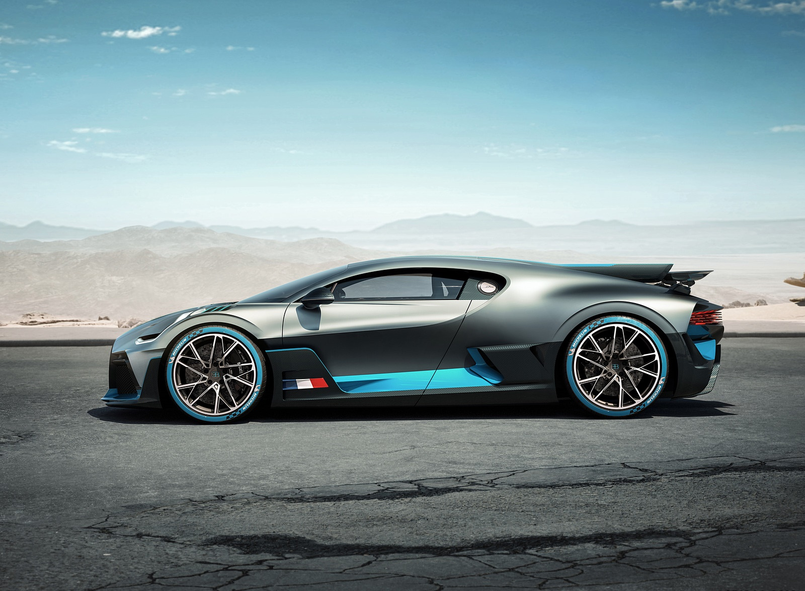 2019 Bugatti Divo Side Wallpaper (3)
