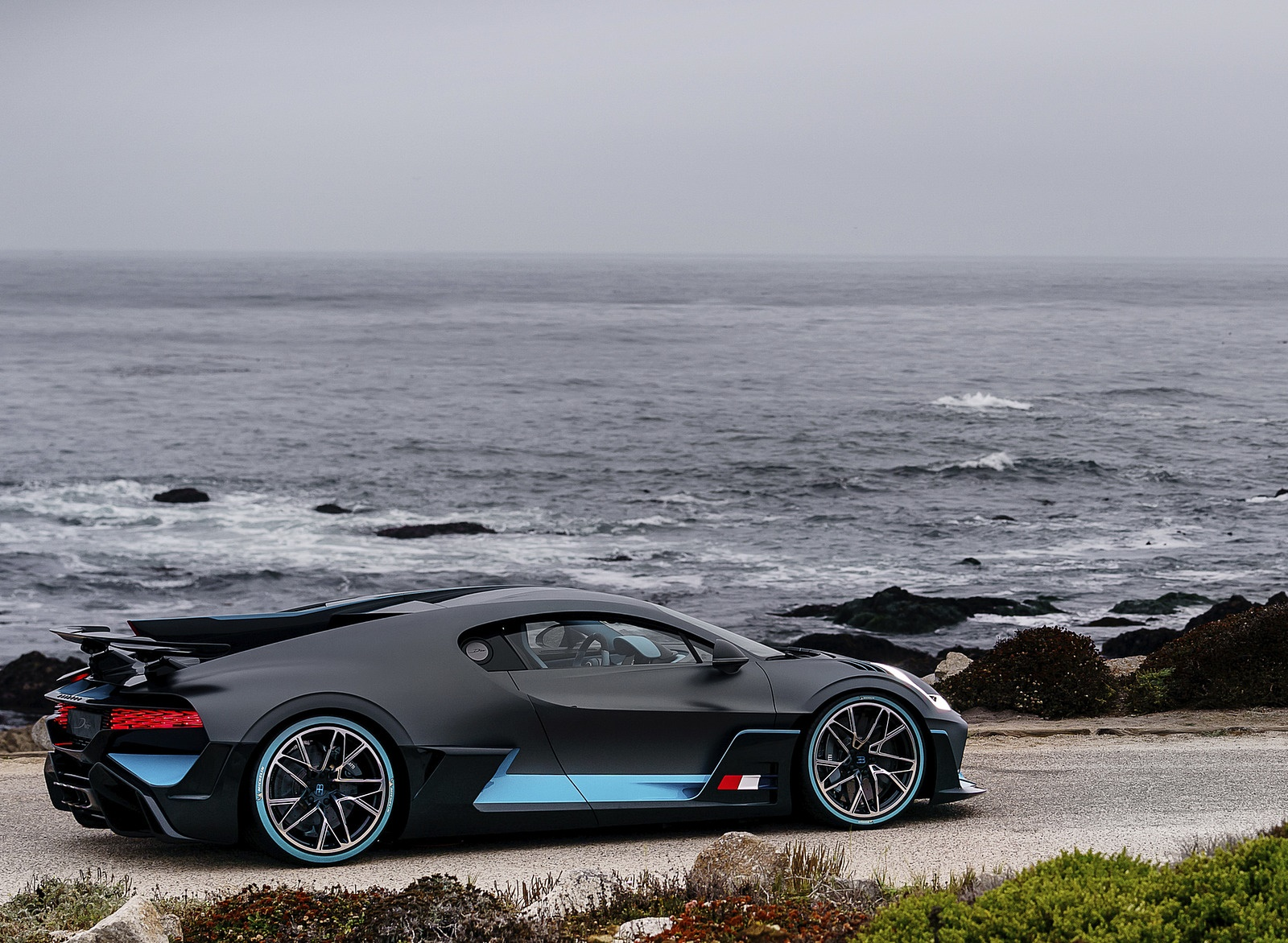 2019 Bugatti Divo Side Wallpaper (4)