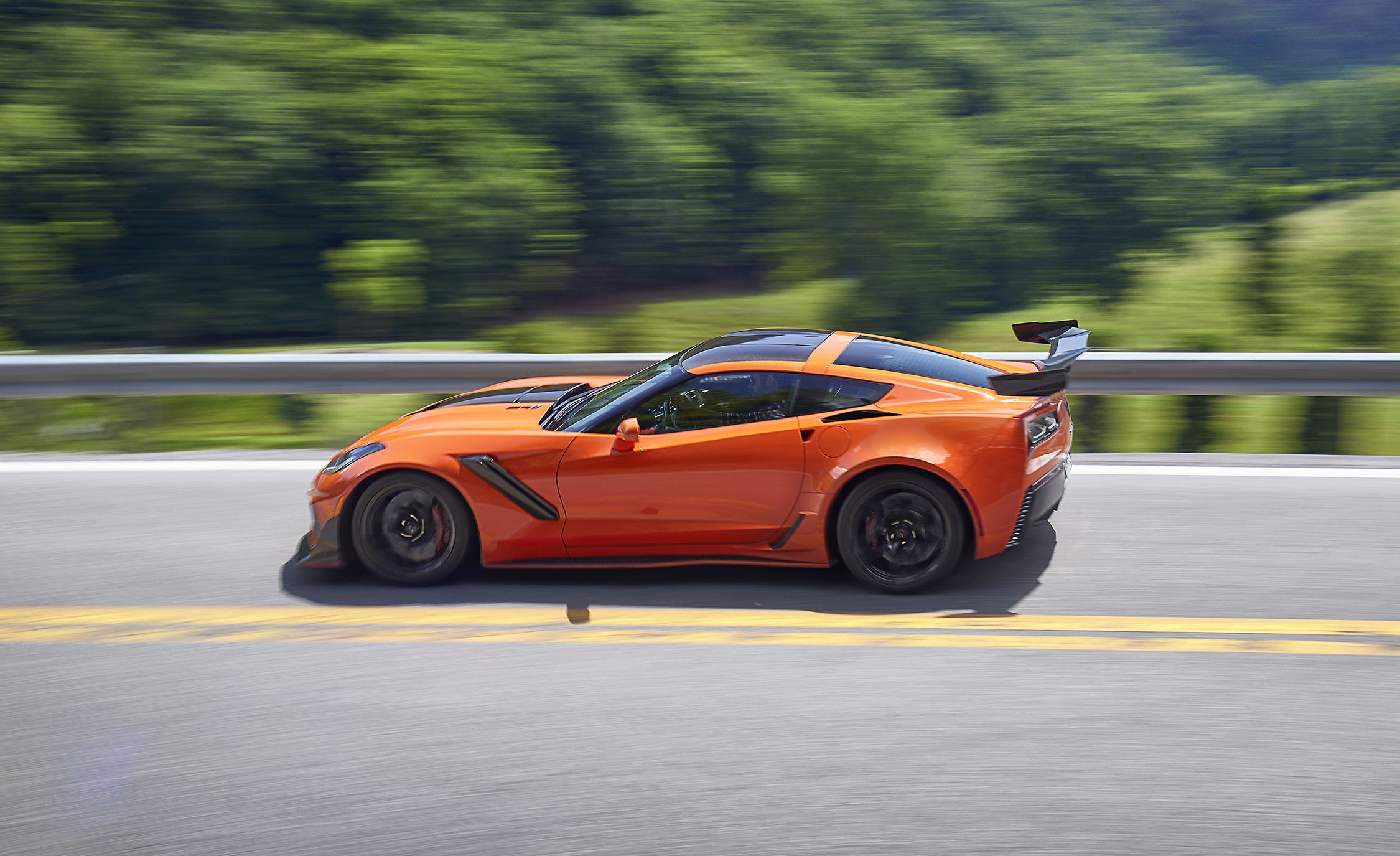 2019 Chevrolet Corvette ZR1 Side Wallpapers (4)