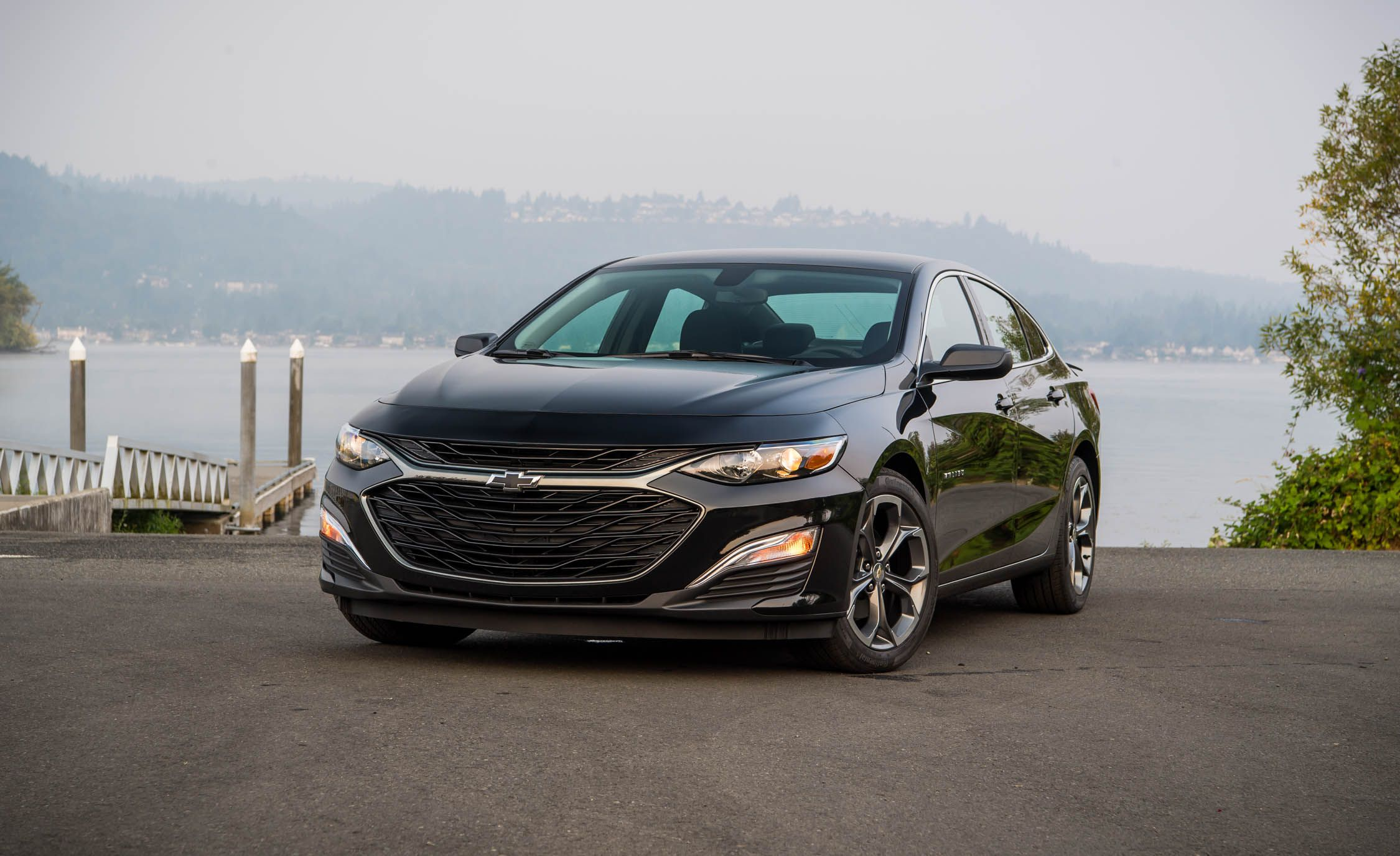 2019 Chevrolet Malibu RS Front Three-Quarter Wallpapers (6)